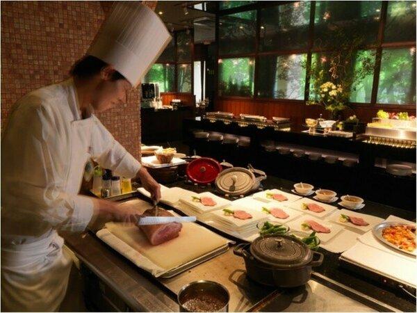 ◆森ビュッフェ(夕食一例)/ライブキッチンからは、出来立てのお料理が飛び出します!