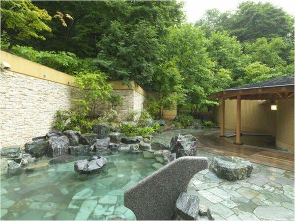 ◆露天風呂/樹々が生い茂る森に囲まれたような露天風呂