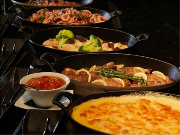 ◆森ビュッフェ(夕食一例)/窯焼きピッツァやオーブン料理など、おとぎ話のようなご馳走が揃うレストラン