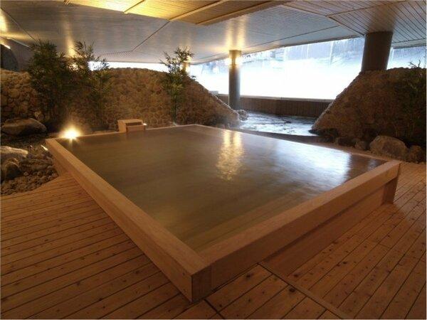 【檜風呂】やさしい香りのする「檜風呂」疲れも一緒にやさしく洗い流してくれそうです