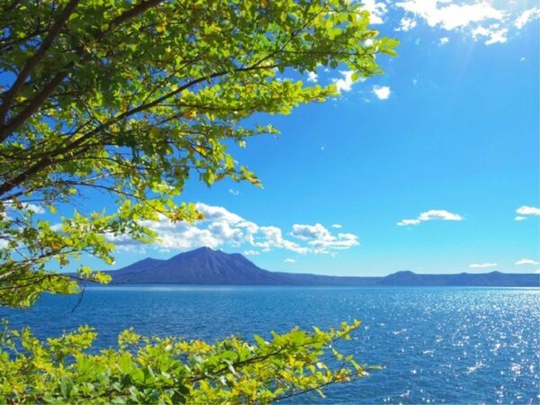 初夏~夏は、蒼い空と湖・緑の映える絶景をお愉しみ下さい