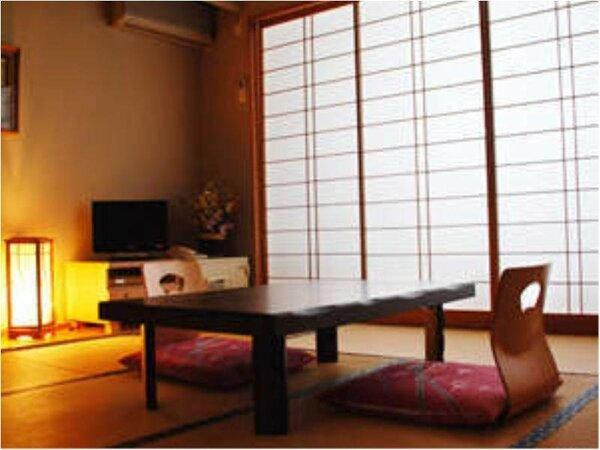 落ち着いた雰囲気の和室8畳行き届いた掃除も自慢です。 Wi-Fi完備。