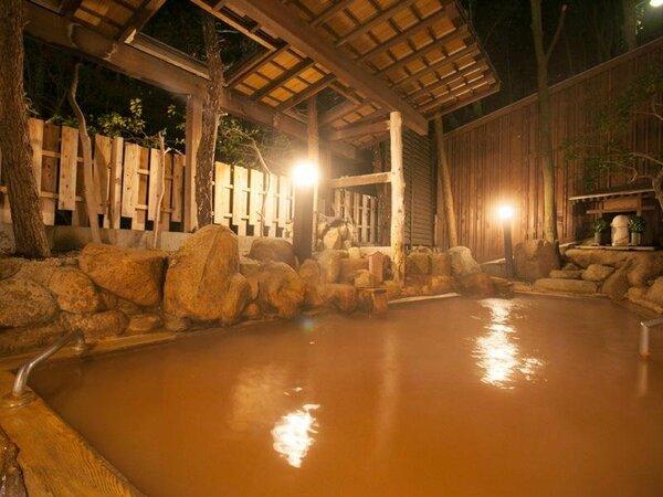 月光園の游月山荘にある、自家泉源かけ流しの「阿福の湯」