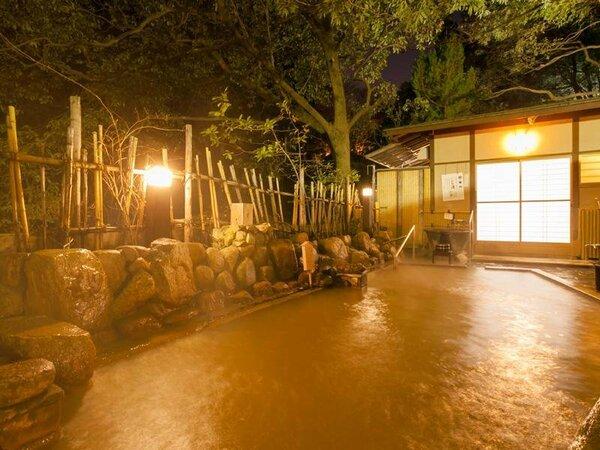 月光園の游月山荘にある、自家泉源かけ流しの「玉鉾の湯」