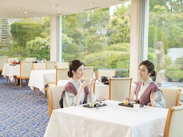 【メインダイニング蘭】 イス・テーブル席ですのでゆったり寛げます。(全席禁煙) ※イメージ