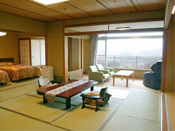 北館最上階で素晴らしい眺望が楽しめるベッドルーム付きのお部屋です。マッサージチェアも備えています。