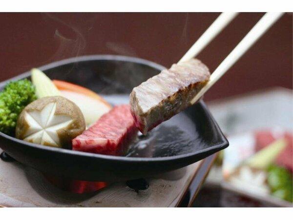 目の前でじゅ~っと焼き上げる『神戸牛木の葉鉄板焼』。お好みの焼き加減でどうぞ。※イメージ