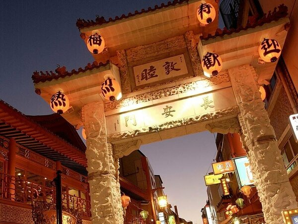 中華料理のほかにベーカリーなど神戸の味覚も充実、南京町<車、バスで約10分>