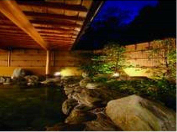 本館の露天風呂は『源泉かけ流し』でございます。有馬の銀泉をお楽しみ下さい。(小