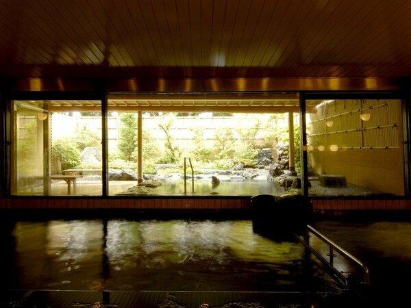【本館露天風呂】室内からの景色