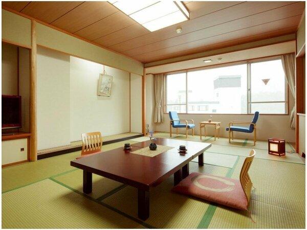 《客室一例》和室12畳街側のお部屋。静かでリーズナブル。広々ゆったりとお過ごし頂けます。