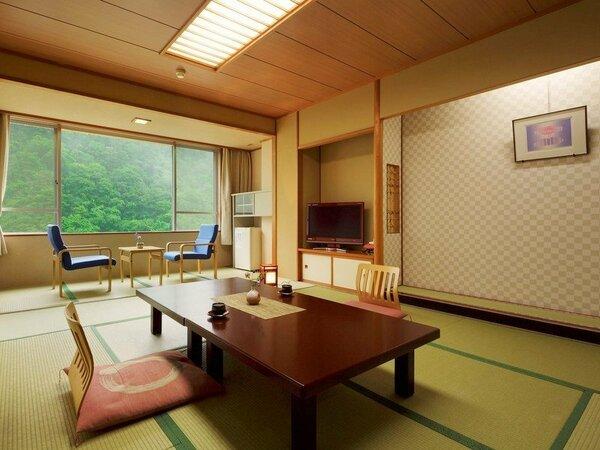 和室12畳渓谷側のお部屋です