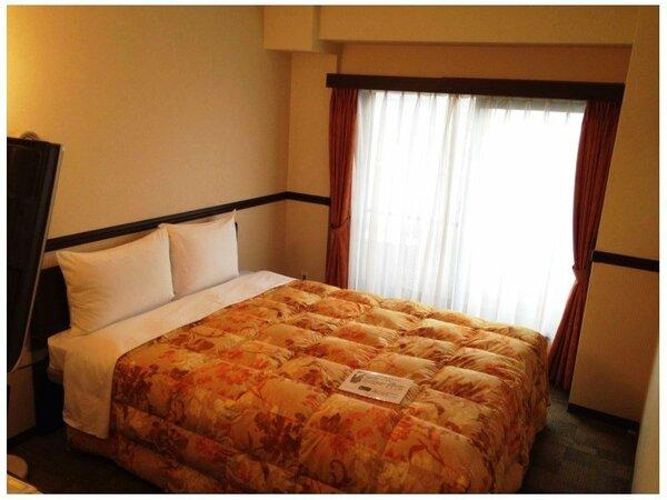 エコノミーダブルルームの一例 ■ベッド幅 147cm■ カップルのお客様に最適なお部屋です。