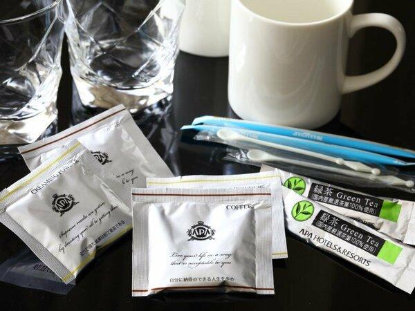 全部屋、緑茶・コーヒーバッグを人数分設置しております。
