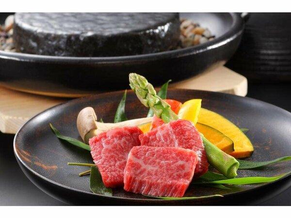 料理の一例(イメージ)メインはA5ランクの福島牛石焼。旬の海の幸、山の幸を堪能できる懐石膳です。