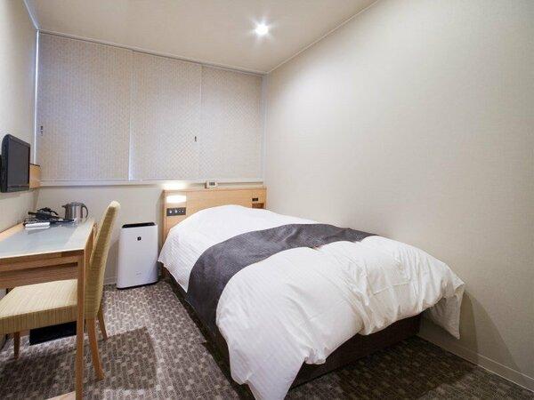 シングルルーム14.5平米、ベットサイズ205×120 ★Sata社製極上ベッド&欧州産羽毛デュベ布団で快適