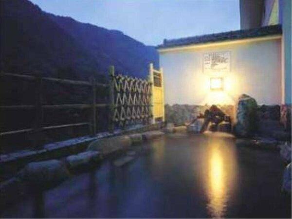 奥長良川が一望できる露天風呂でゆっくりとお寛ぎください。
