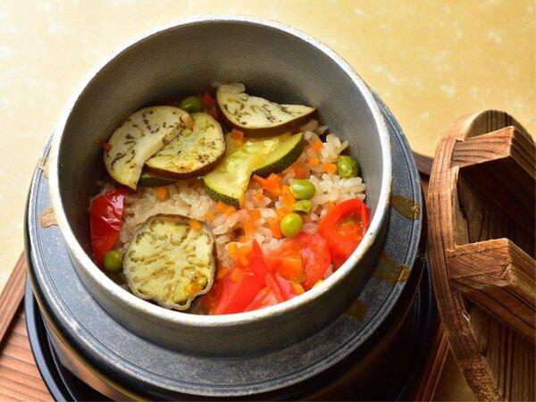 夏野菜たっぷりスパイシー釜飯