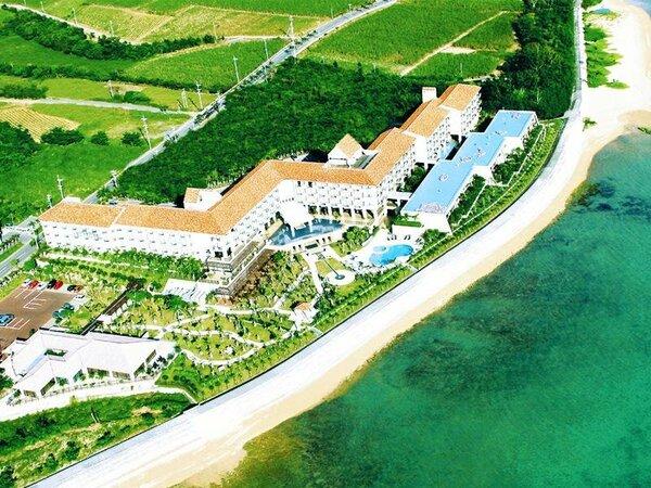 海沿いに位置する絶景のリゾートホテルここでしか流れない島時間をお楽しみください・・・