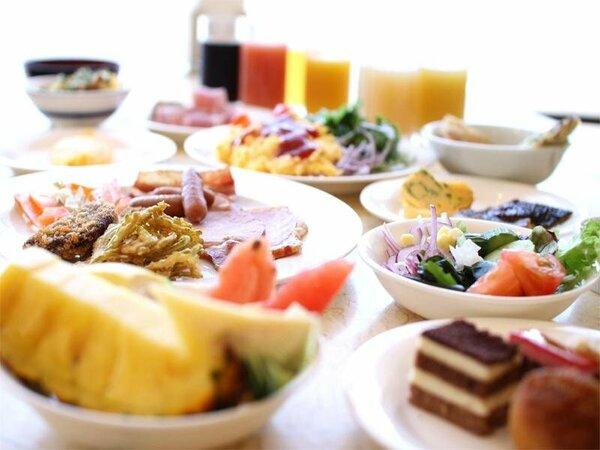 バイキングスタイルの朝食で素敵な一日を・・・