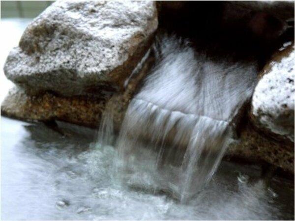 【大浴場】自慢の温泉は無色澄明・無臭、アルカリ性単純泉の美肌の湯。トロ~リとした肌触りのお湯です。