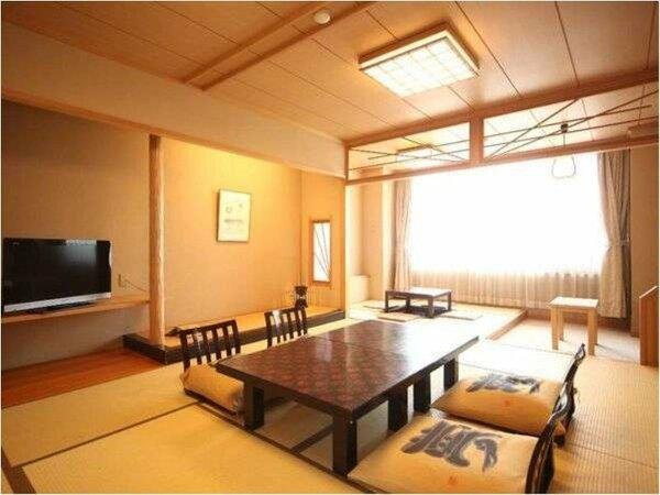 落ち着いた佇まいの海側和室【10畳+次の間4.5畳】バスルームは温泉給湯です。