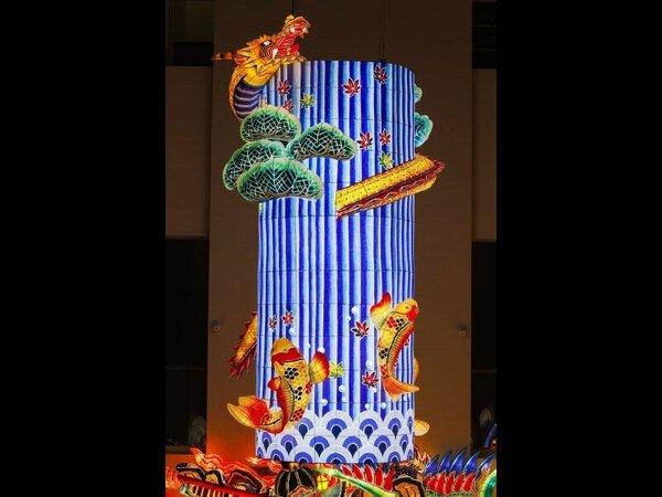円柱ねぶた「鯉の滝登り」制作:林広海 氏