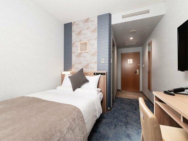 スタンダードセミダブル /ベッド幅120cm シモンズ社製ベッド、壁付け大型TV