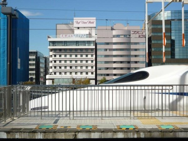 新横浜駅前に建つ当ホテル。アクセス抜群です!
