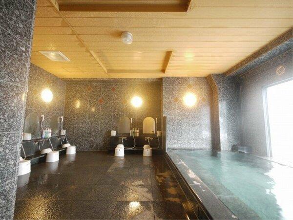 旅人の湯は、ラジウムにより軟水化された、水当たりが軟らかく肌に潤いを与える人工温泉です。