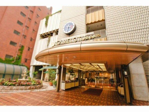 横浜駅からジョイナス地下街を通り徒歩5分でございます。