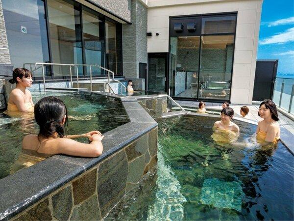 *【富士見亭 最上階 5種の段々露天風呂天の川(一例)】大きな露天風呂で、みんなでわいわい♪