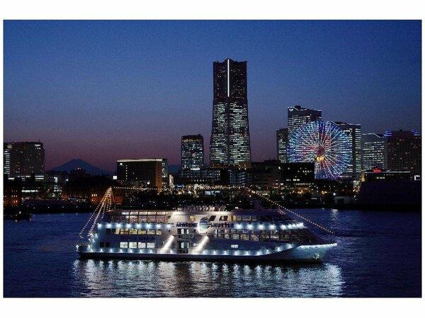 マリーナシャトルと横浜の夜景