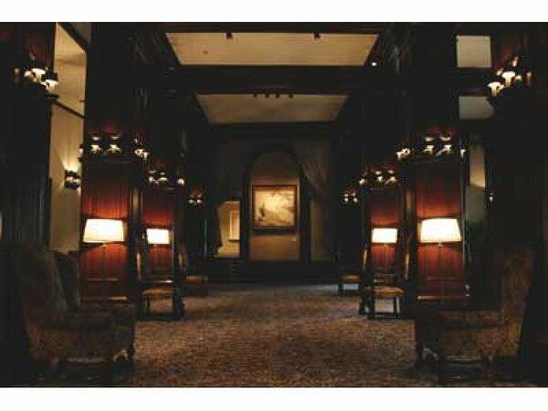 本館ロビー。建築家・渡辺仁 設計(のちに銀座の和光ビル、東京国立博物館本館を設計)。