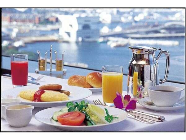 タワー5階 パノラミックレストラン「ル・ノルマンディ」海側テーブルからの朝食イメージ