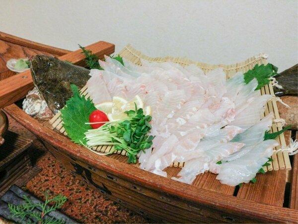 *【お料理】夕食のお刺身は4名様以上で舟盛りつき!