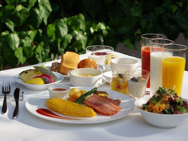 ANAクラウンプラザホテル福岡では、安全性が保たれた魅力的な朝食体験を提供いたします