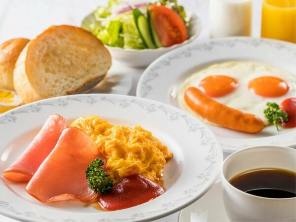 【朝食】洋食はスクランブルエッグか目玉焼きをチョイスしていただけます♪