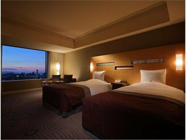 ラグジュアリーツイン(35平米)ベッド幅1220cm X 長さ205cm ベッド2台
