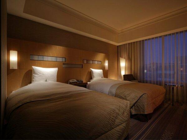 スタンダードツイン(28平米)ベッド幅1220cm X 長さ205cm ベッド2台