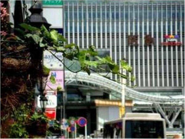 ホテル入り口からJR博多駅はすぐ目の前!