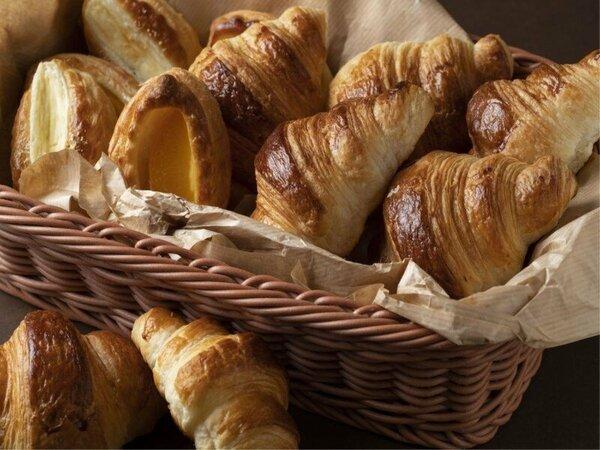 朝食メニュー/洋食の焼きたてパン