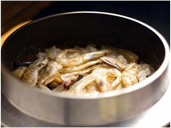 ◆白海老釜飯◆白海老をふんだんに!!出汁がきいた釜飯で♪