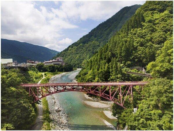 【黒部峡谷トロッコ電車】<日本三大渓谷><日本の秘境百選>に選ばれた素晴らしい絶景を。