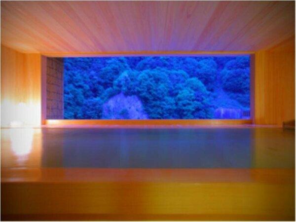 日本画のような景色が楽しめる新装露天風呂「華の湯」
